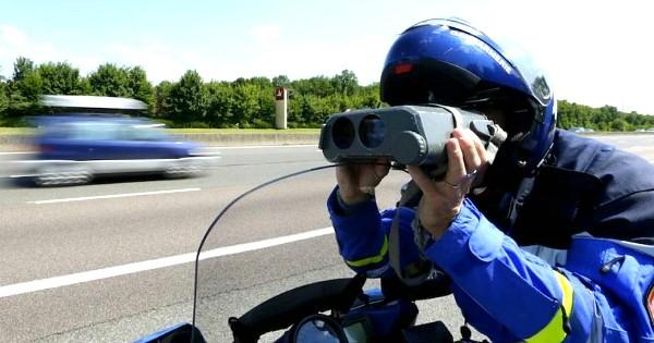 Cette mamie a trouvé LA solution pour faire sauter les amendes après un excès de vitesse ! Vous allez être choqués...