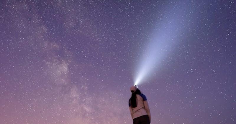 Étoiles filantes, éclipse solaire, grande conjonction... le ciel de décembre nous réserve de superbes phénomènes