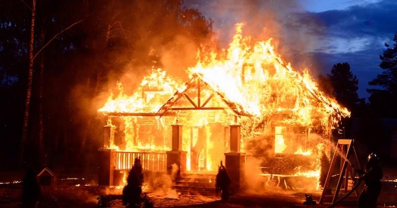 À 7 ans, il sauve sa petite soeur par la fenêtre lors de l'incendie de leur maison