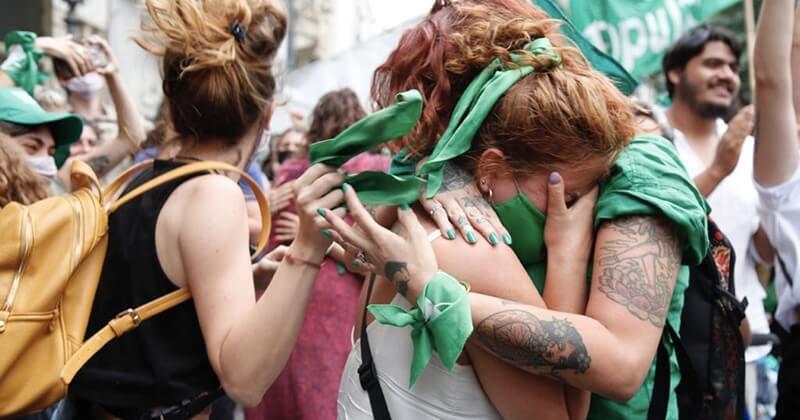 Argentine: les députés adoptent le projet de loi sur la légalisation de l'avortement