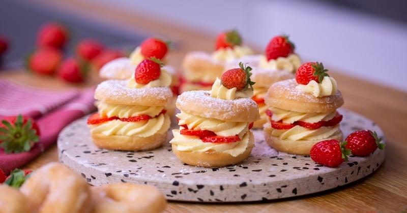 Égayez votre repas avec ces pétillants beignets à la crème et aux fraises !