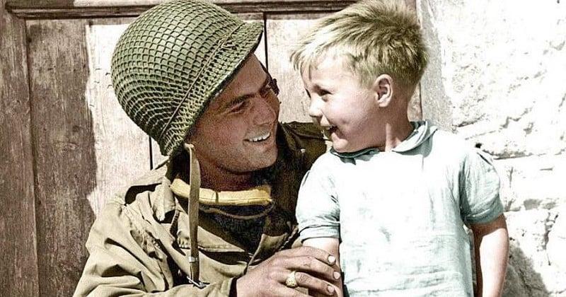 La famille de ce soldat américain lance un avis de recherche pour retrouver ce petit garçon sur cette photo prise après le Débarquement