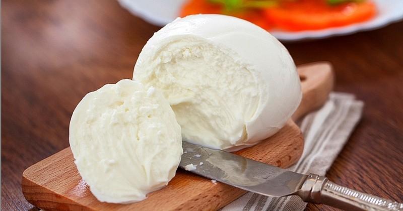Préparez votre propre mozzarella maison avec peu d'ingrédients et un peu d'astuce !