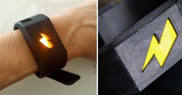 Ce bracelet vous donnera des décharges électriques de 250 volts si vous dépensez trop d'argent ! C'est la solution parfaite pour vous réconcilier avec votre banque