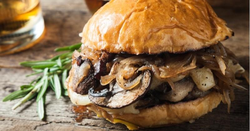 Burger aux champignons de Paris et confiture d'oignons !
