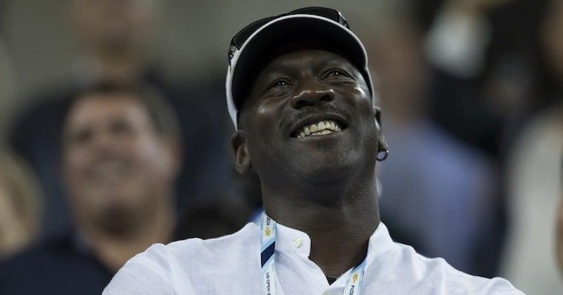 L'ancien basketteur star de la NBA, Michael Jordan, ouvre une clinique pour les personnes défavorisées à Charlotte