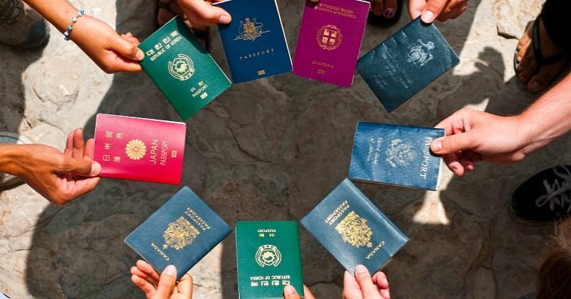 Savez-vous ce que signifie la couleur de votre passeport ? On vous dit tout