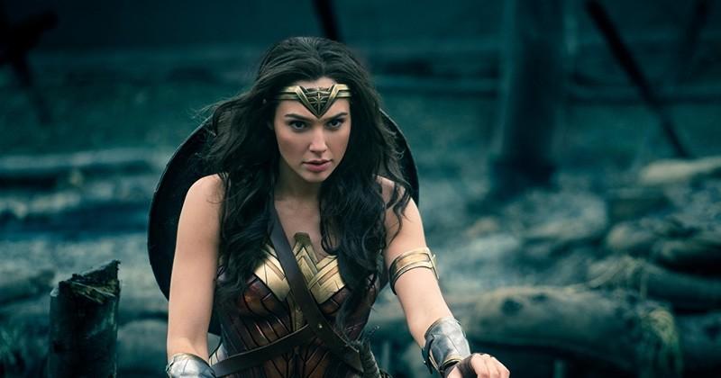 « Wonder Woman » insuffle un vent de nouveauté dans le monde des superhéros avec son héroïne ultra badass et sa prise de position féminine !