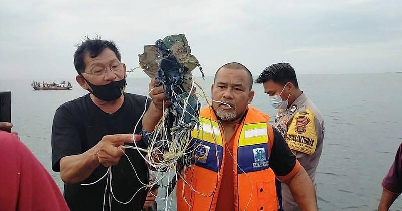 Indonésie : un Boeing 737 sort des radars 4 minutes après son décollage, des débris retrouvés en mer