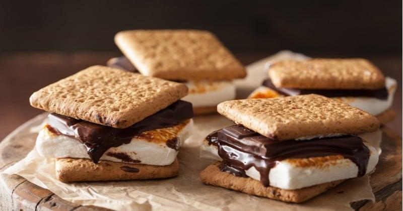 Les s'mores, ces petits sandwichs biscuit-marshmallow-chocolat très gourmands!