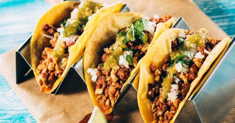 Tacos mexicains de bœuf épicé au fromage et guacamole