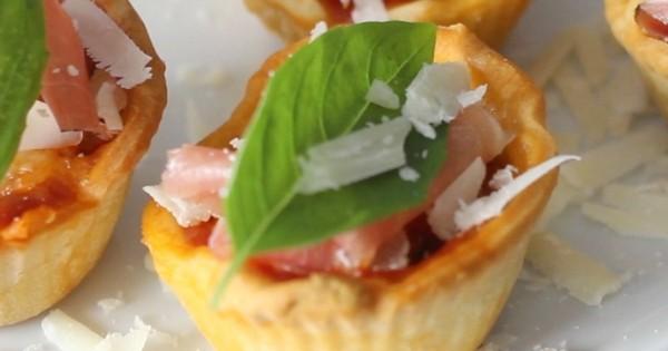 transformez la pizza traditionnelle en d originaux mini muffins c est d licieux. Black Bedroom Furniture Sets. Home Design Ideas