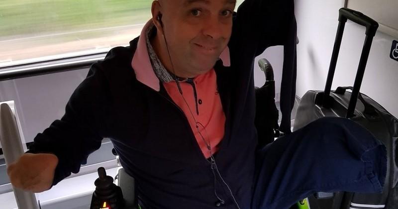 Pourquoi le contrôleur a demandé a Philippe Croizon, amputé des quatre membres contraint de présenter sa carte d'invalidité dans un train