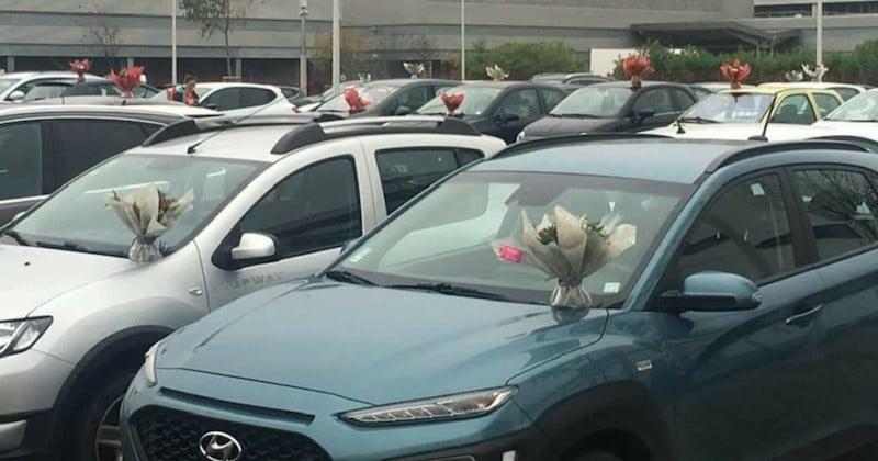 Elle fleurit les véhicules du personnel soignant d'un hôpital, pour ne pas jeter ses invendus