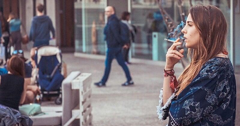 À partir du 19 janvier, il sera interdit de fumer à moins de 10 mètres de quelqu'un dans les rues de Milan