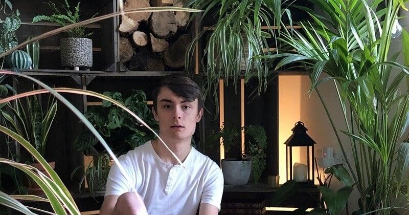 Ce jeune de 20 ans a une passion pour les plantes et en compte 1400 dans son appartement
