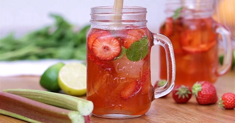 cocktail à la vodka, à la fraise et au cidre rosé