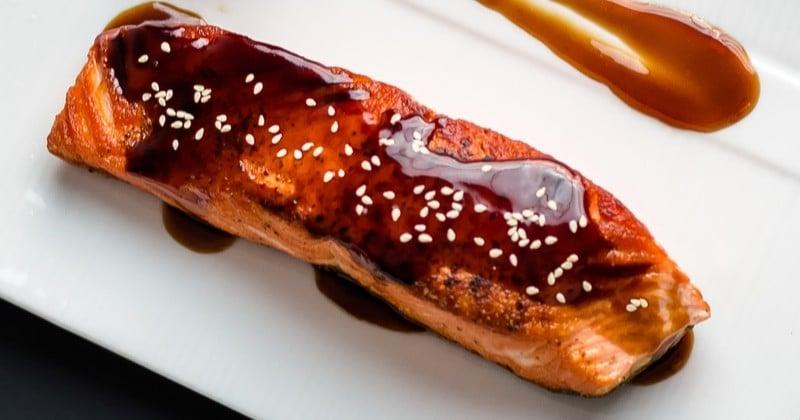 Le saumon rôti caramélisé au soja et à l'huile de sésame, prêt en une quinzaine de minutes!