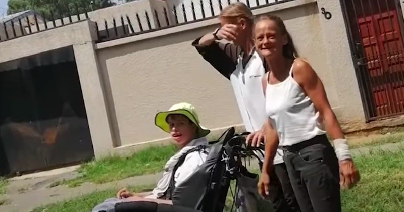 Cet homme au grand cœur aide des parents à subvenir aux besoins de leur fils handicapé !
