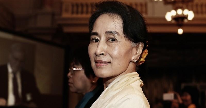 Aung San Suu Kyi, prix Nobel de la paix 1991, se voit retirer un prix en raison de son inaction quant au massacre des Rohingyas