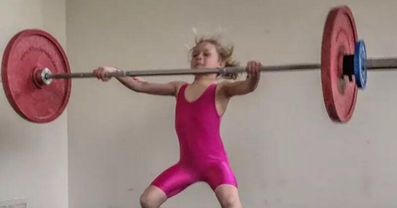 Capable de soulever 80 kilos, cette fillette de 7 ans est certainement la plus forte du monde
