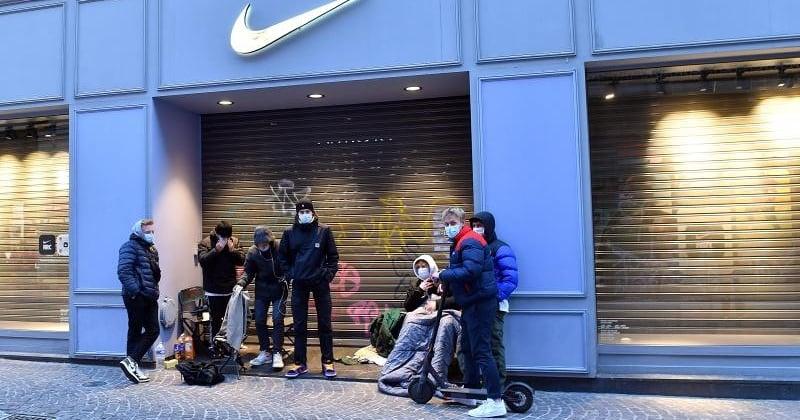 Lille : des jeunes bravent le couvre-feu pendant toute la nuit pour acheter une paire de Nike en édition limitée