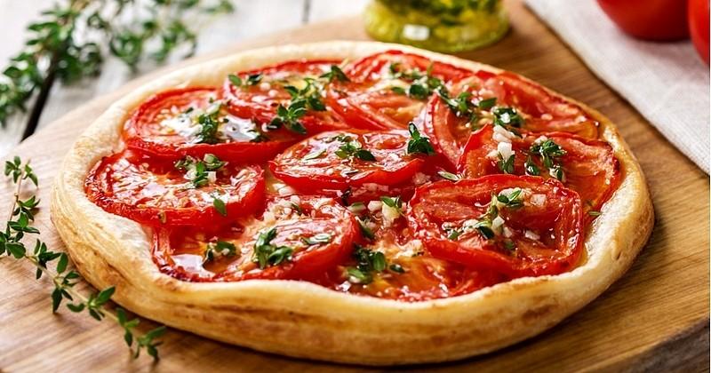 De l'entrée au déjeuner, la tarte à la tomate ensoleillera vos repas!
