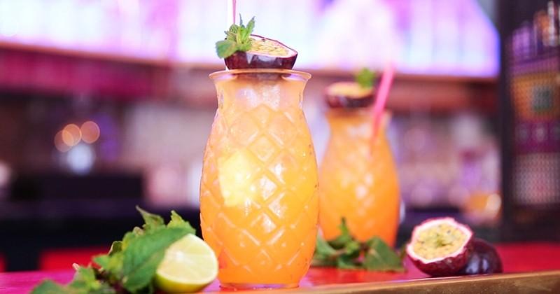 cocktail à l'ananas et aux fruits de la passion