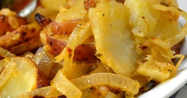 La recette facile du jour : les pommes de terre frites aux oignons !