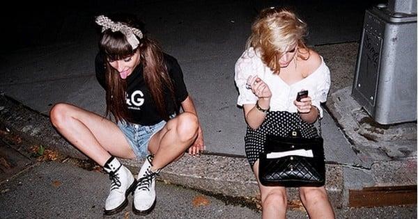 18 situations que seuls les amis de longue date connaissent.