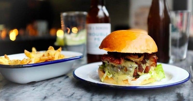 Le nouveau restaurant Paris New York vous offre des burgers à l'occasion de son ouverture