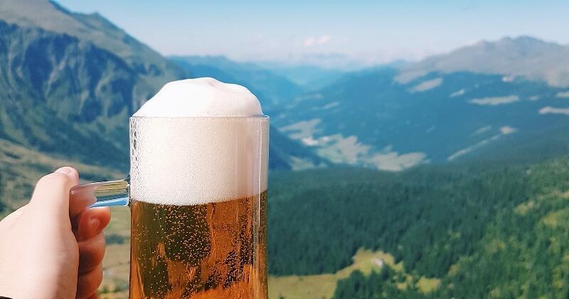 Découvrez « Randos bière en France », le guide pour les passionnées de marche et de boisson houblonnée