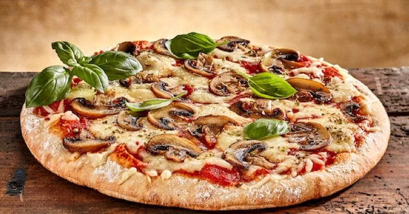pizza aux champignons et basilic