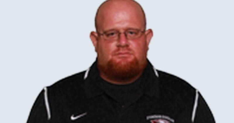 Héroïque : l'entraîneur du lycée de Parkland en Floride est décédé après s'être placé devant les élèves pour les protéger des balles