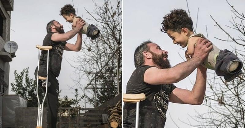 Ce cliché bouleversant d'un père et d'un fils syriens a remporté le prix de photo de l'année