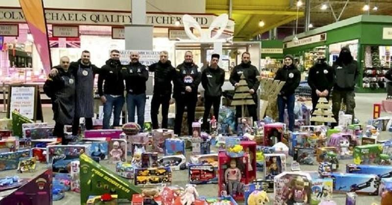 Un père de famille a récolté plus de 3 700 euros pour acheter des cadeaux de Noël à des enfants dans le besoin