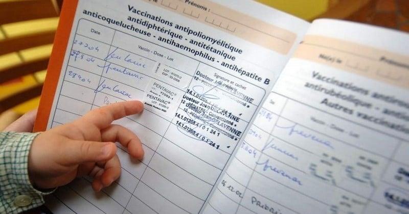 Biberons en verre, pas de télé avant l'âge de 3 ans et 11 vaccins obligatoires : Le nouveau carnet de santé verra le jour dès le 1er avril