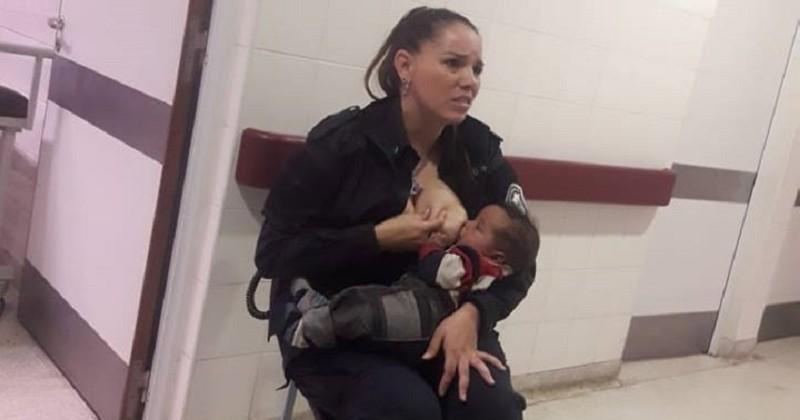Le geste touchant de cette policière argentine qui donne le sein à un bébé livré à lui-même