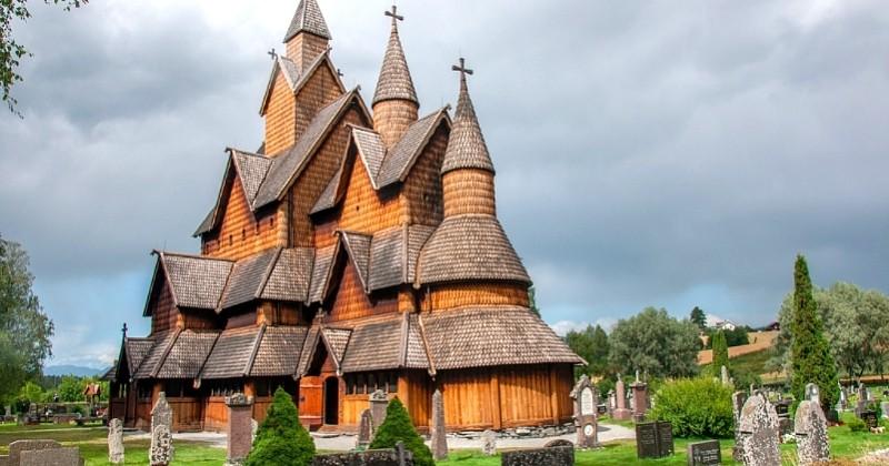 Découvrez les «stavkirke», ces églises norvégiennes de l'époque Viking construites entièrement en bois