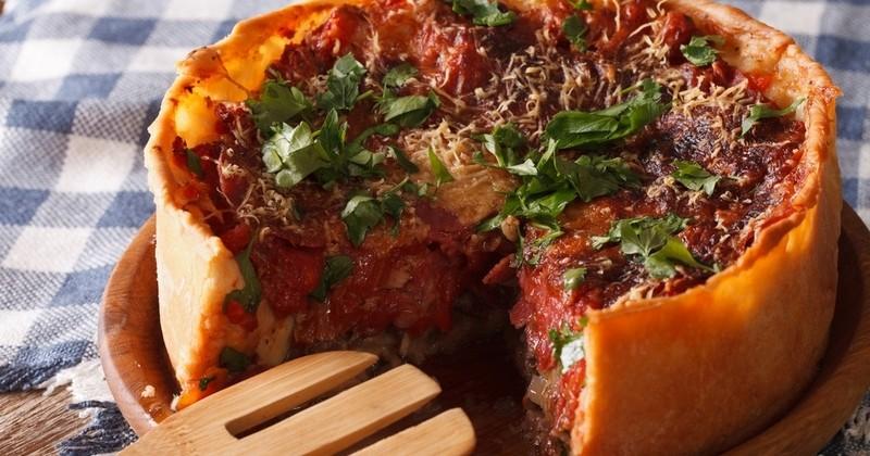 Découvrez la recette intégrale de la pizza Deep Dish, spécialité de la ville de Chicago!