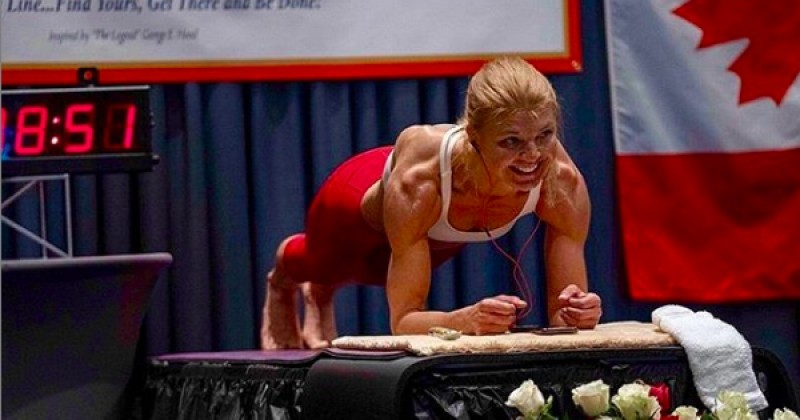 Le record du monde féminin de gainage a été explosé en 4h20