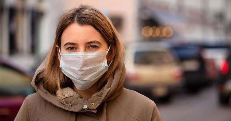 Coronavirus: des chercheurs créent un masque qui devient fluo au contact du virus