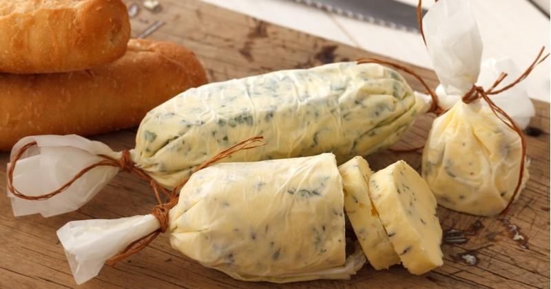 Préparez votre propre beurre maison et découvrez comment le parfumer avec des herbes, du piment...