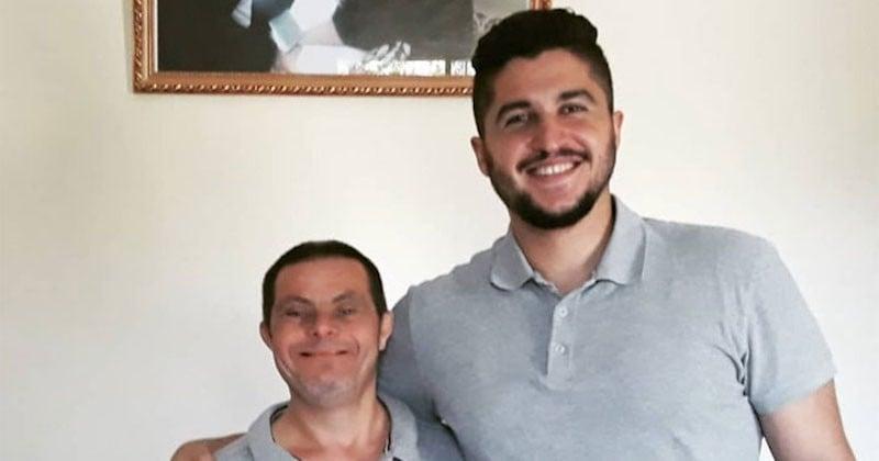Fils d'un père atteint de trisomie 21, il témoigne de sa fierté d'avoir été élevé par un tel homme
