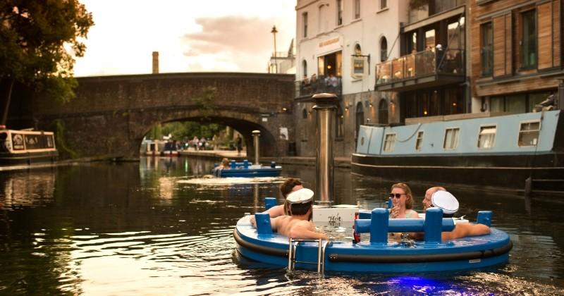 À Londres, il est désormais possible de découvrir la ville en naviguant dans des bateaux-jacuzzi
