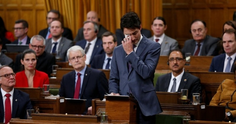 En larmes, Justin Trudeau présente les excuses officielles du gouvernement canadien aux victimes de l'homophobie