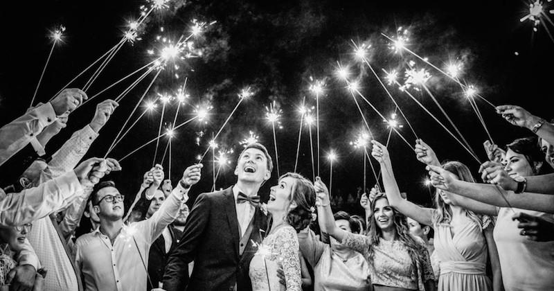 Les 16 plus belles photos de mariage de l'année 2019 récompensés à un concours, entre larmes de joie et émotions
