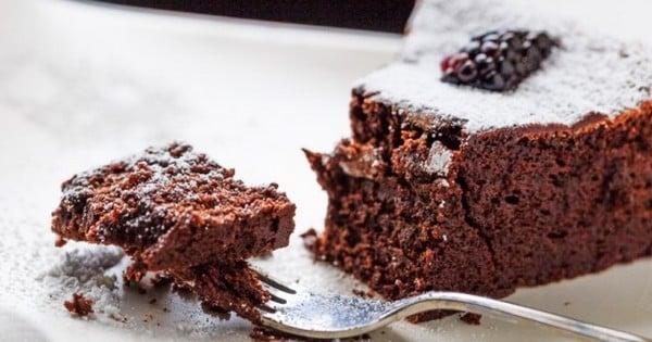3 ingrédients seulement pour faire ce gâteau au chocolat !