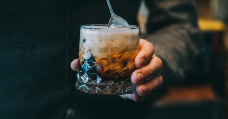 Réalisez un délicieux cocktail, réconfortant et rafraîchissant: l'Irish Café frappé!