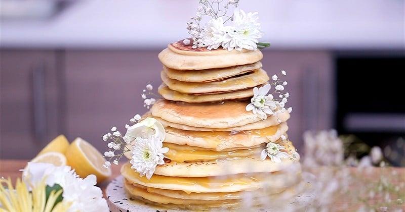 Atteignez des sommets de gourmandise avec la pièce-montée de pancakes à la crème de citron!